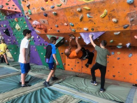 Відкритапершість зі скелелазіння вихованців дитячих гуртків та учнівської молоді